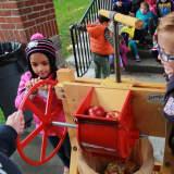 Mount Pleasant Kindergarten Classes Make Apple Cider