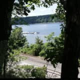 Decomposed Body Found Along Shore Of Hudson River