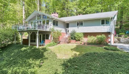 21 South Deerfield Lane, Pleasantville, NY 10570