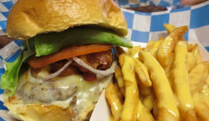 Milano's Burger Shack Drawing Big Crowds In Coram