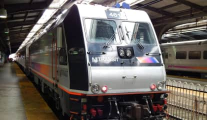 25 Passengers Transferred From Disabled Spring Valley-Bound Train
