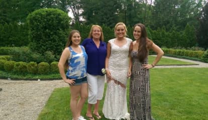 Community Rallies For Grieving Tenafly Daughters