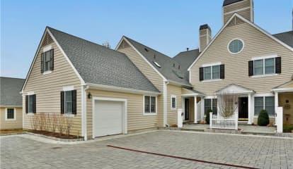 21 Wyndham Close, White Plains, NY 10605