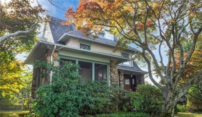 12 Thompson Place, Larchmont, NY 10538