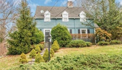 15 Brook Manor Lane, Pleasantville, NY 10570