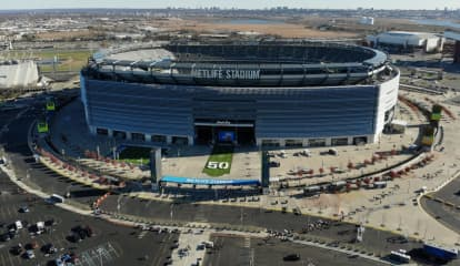 Assailant Hits Woman Over Head With Bottle At MetLife College Football Game