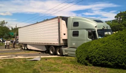 Route 17 Paramus Crash Downs Wires, Authorities Seek Tractor-Trailer Driver Who Fled On Foot