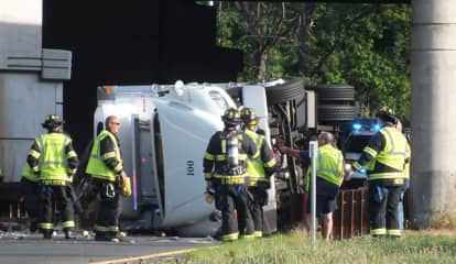 Truck Rolls On GSP Ramp At Route 17