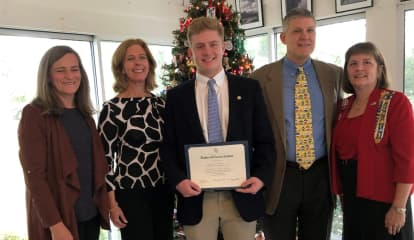 Darien High School Senior John Lochtefeld Earns DAR Good Citizen Award