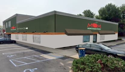 All Natural Grocer 'Mom's Organic Market' Opening In Paramus