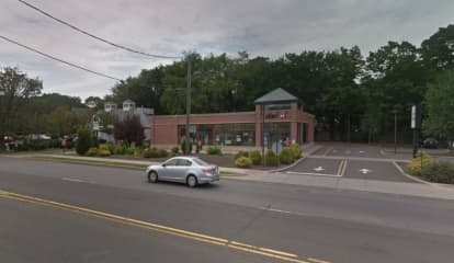 Woman Flees After Attempting To Cash $5K In Allegedly Fake Checks In Darien, Police Say