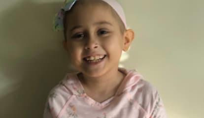 Wyckoff Restaurant Workers Rally For Waiter Amid Daughter's Cancer Battle