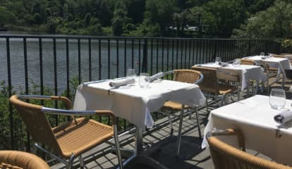 Nassau Eatery Gets High Marks For Outdoor Dining, Variety Of Menu Options