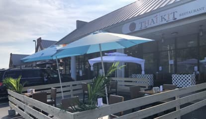 Fairfield County Restaurant Draws Praise For 'Over The Top' Entrees, Quick Pickup Ordering
