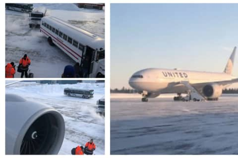 Newark Passengers Desperately Tweeted For Help During 14 Hours Trapped On Freezing Plane
