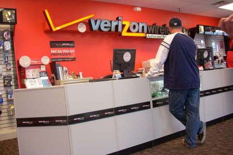 LAWSUIT: Madison Verizon Worker Says Colleagues Left Noose Of Wires Over Her Desk