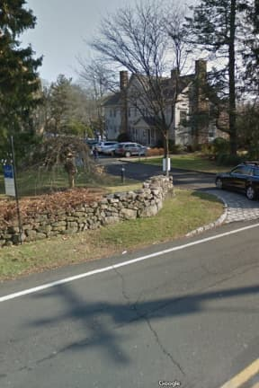 Thief Steals Bag With Cash After Woman Woman Briefly Takes A Few Steps Away, Darien Police Say