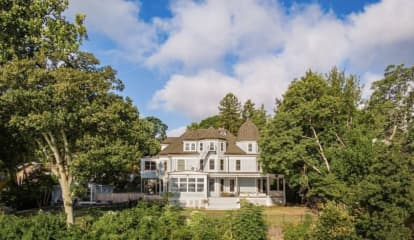 'Legally Haunted' Rockland Manor Up For Sale