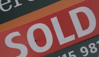 New Canaan To Start Trial Ban On House For Sale Signs