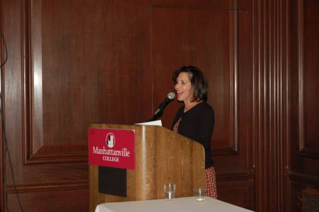 Renee Gargano speaks to attendees at the welcome reception for the eighth class to enter the doctoral program.