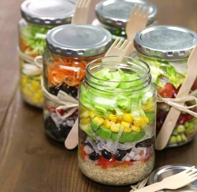 Make salad in a jar at the Bogota Library.