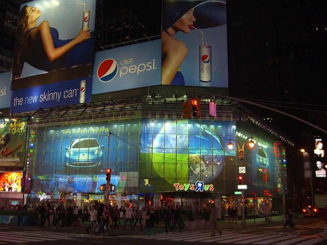 Toys R Us is closing its flagship store in Times Square at the end of the year.