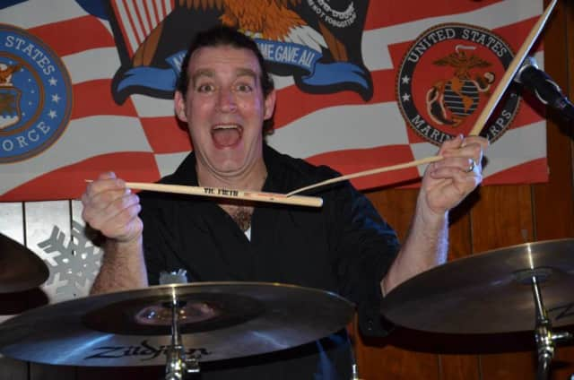 Jerry Squillante will perform at Red, White and Que.