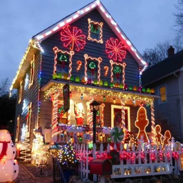 westchester connecticut residents light up their homes for holidays