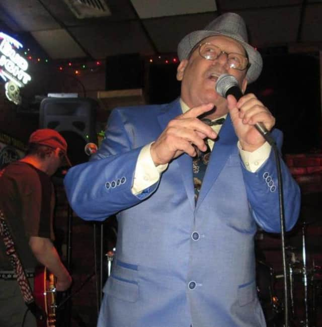 Ronnie Gilies will perform a tribute concert for Frank Sinatra's 100th birthday at the Lodi Memorial Library Dec. 12.