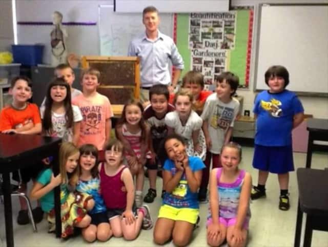 West Milford kindergartners learn about honey bees with a William Paterson University professor.