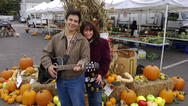 Musicians Diane and Gerard Barros will perform in a Sunday concert series at Cliffside Park Public Library.