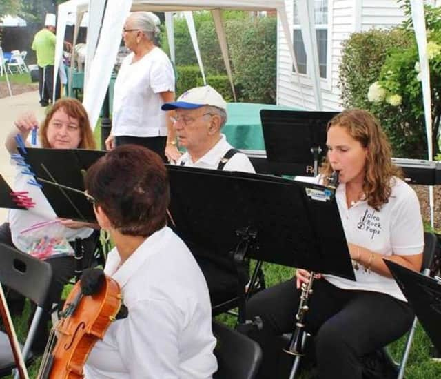The Glen Rock Pops will perform a free holiday concert December 6.