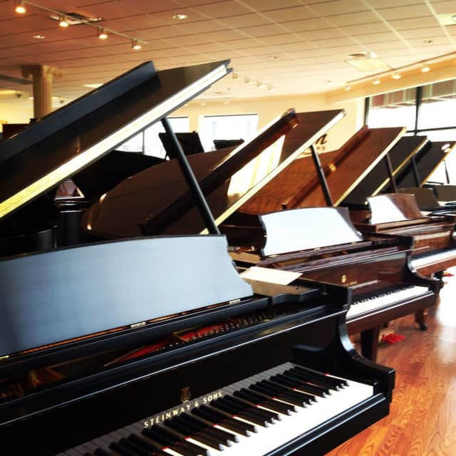 Steinway & Sons is offering deep discounts as it liquidates its Westport gallery.