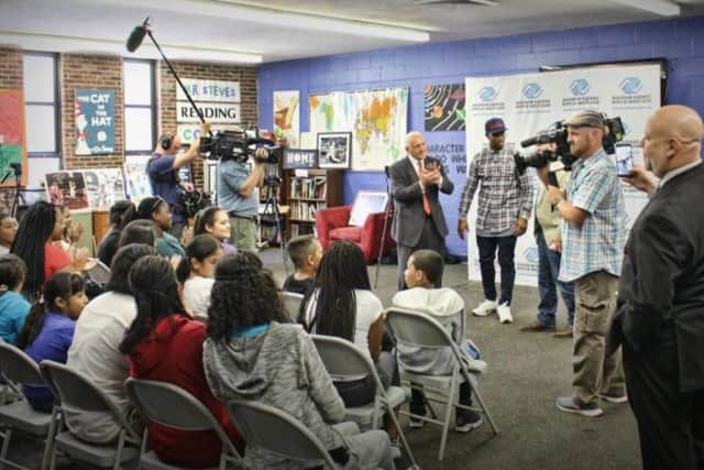 """Two New York Giants players visited kids at the Boys & Girls Club in Mount Vernon as part of an episode of """"The Hookup."""""""