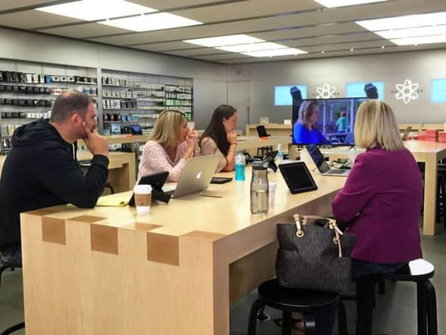 Pines Lake Elementary teachers learned creative digital approaches to engage students from the Apple Store in the Willowbrook Mall.
