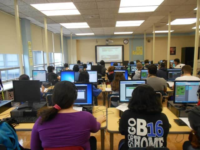 Hawthorne High School's PTO will host a fundraiser to support the addition of Google Chromebooks to the classrooms.