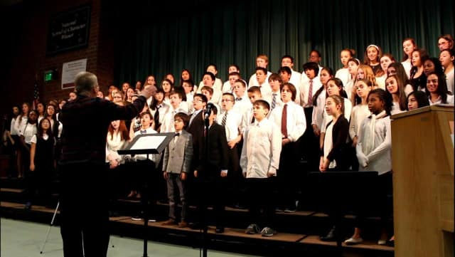 Memorial Middle School Music Department Holds Concert To Fundraise For Sick Student.