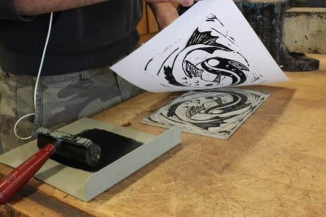 The monotype technique is one of the ones that will be taught at the workshop.