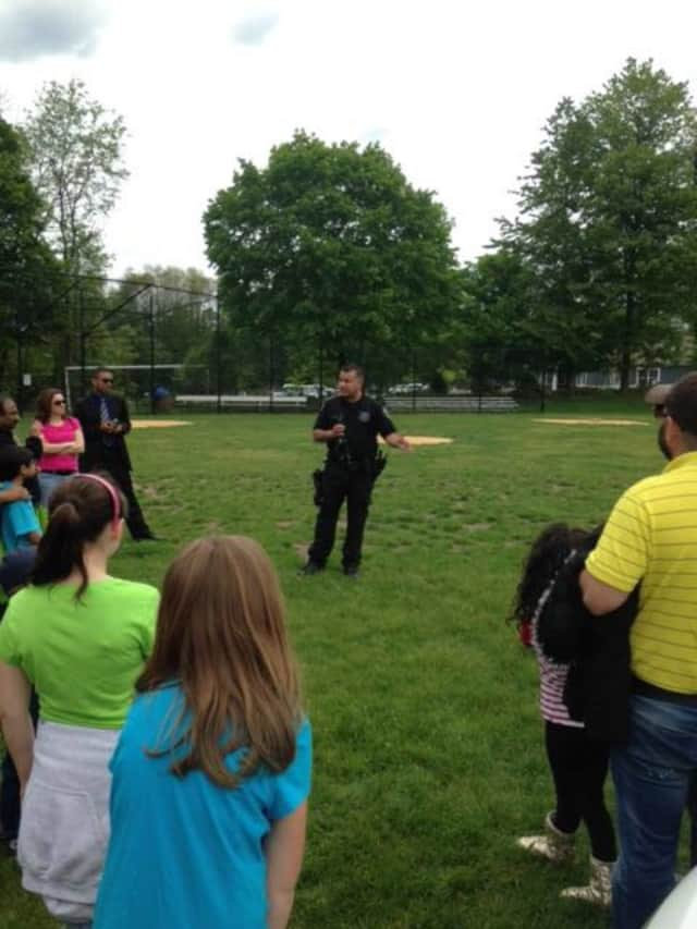 A Ramapo Police officer speaking to residents during Airmont Day.