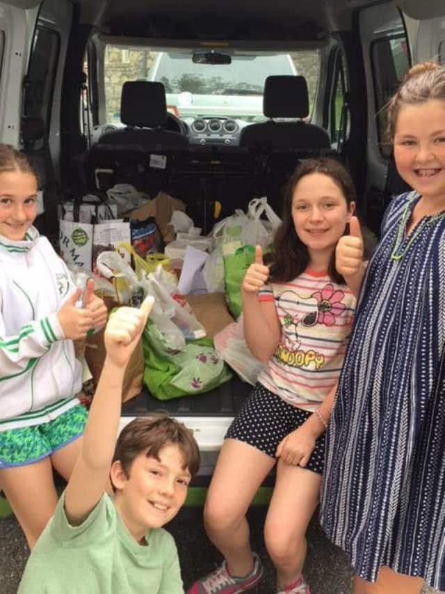 Siwanoy students loaded donated food into vans.