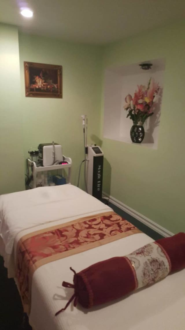 Shining Spa is located in downtown Greenwich and features traditional Chinese techniques.
