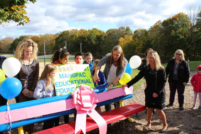 Lakeview Elementary School unveiled a Buddy Bench to ensure no one has to sit alone.