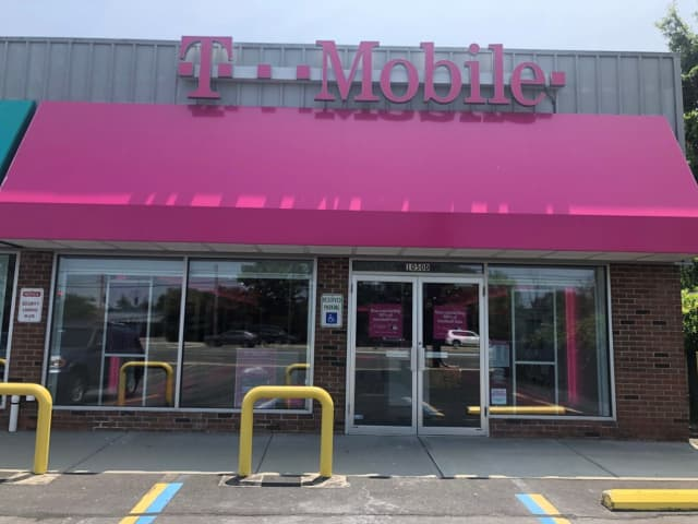 T-Mobile on Sunrise Highway in Massapequa Park.