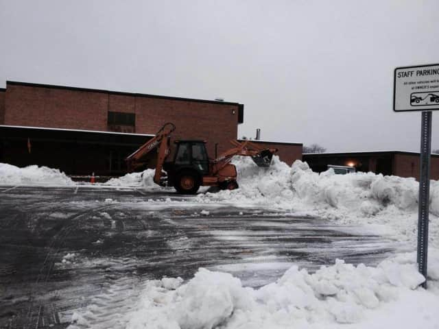 Residents can apply to plow snow in Wayne.