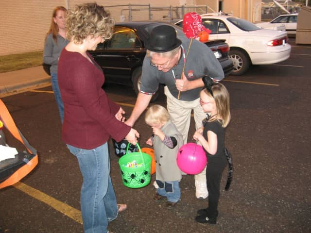 Palisades Park will host a Trunk or Treat in the parking lot of Lindbergh Elementary School.