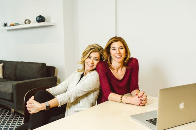 Jennifer Gefsky, left, and Niccole Kroll, right, founders of Après.