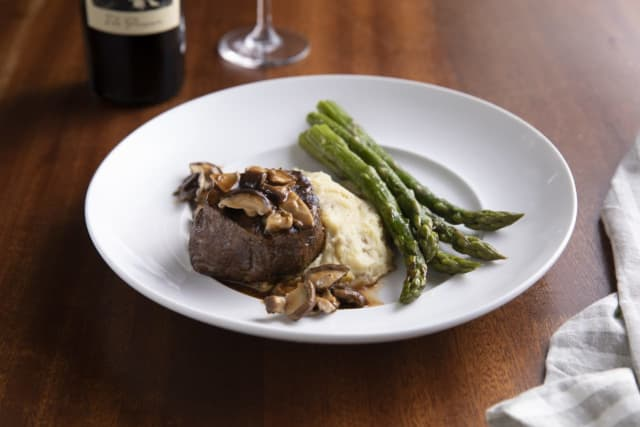 Every dish at Seasons 52 is under 595 calories, even the popular wood-fired filet mignon.