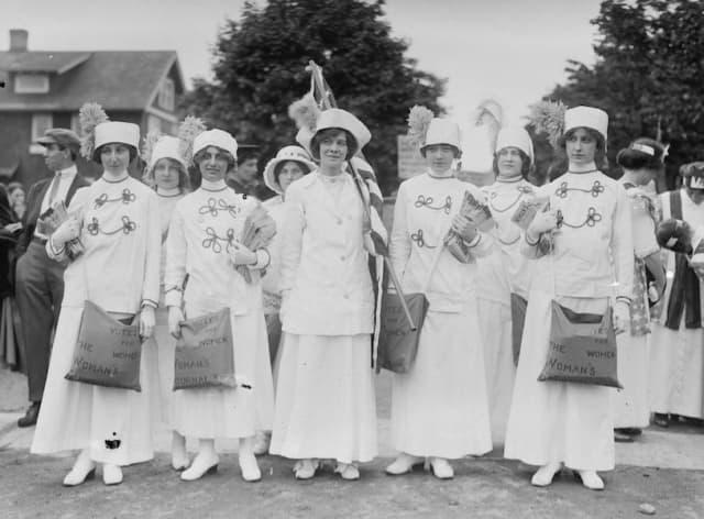 """Suffrage News Girls,"" Liz Freeman ca. 1910-15, Prints and Photographs Division, Library of Congress, Washington, D.C. Courtesy Lockwood-Mathews Mansion Museum."