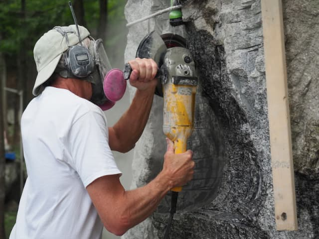 Bob Madden continues his creation, working on site in Dutchess County. Photograph by Bob Rozycki.
