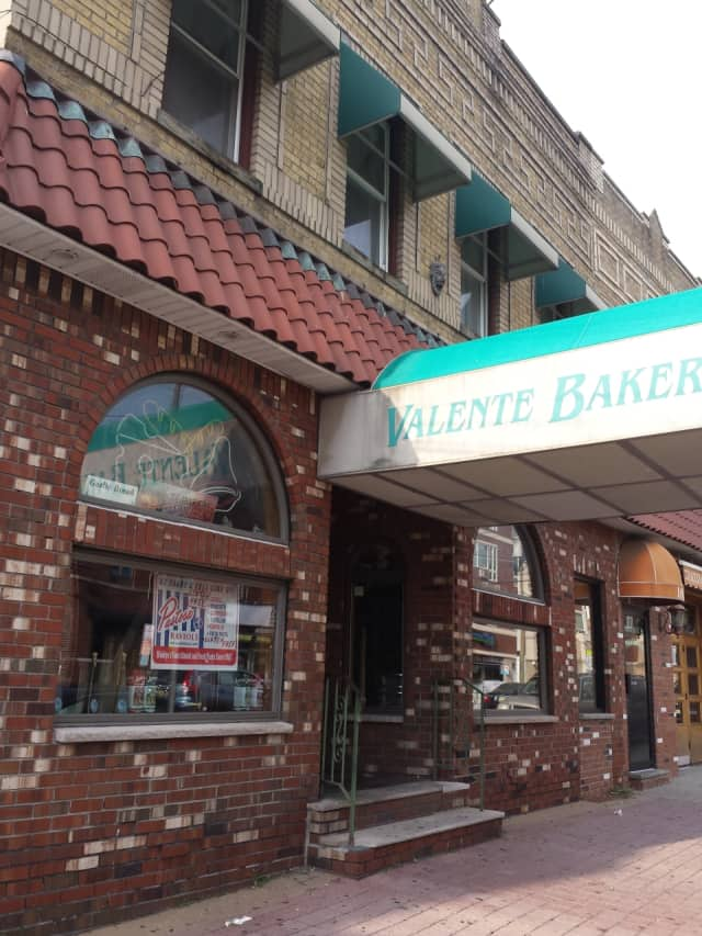 Valente Bakery has closed in Fairview on Anderson Avenue.